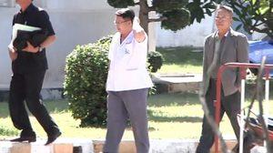 ศาลให้ประกันตัว 'หมอเปรม' วงเงิน 1.2 แสน คดีแก้ผ้านักข่าว