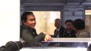 นายกฯ ร่วมนั่งรถไฟชั้น 3 ใหม่ ยันโปร่งใสมุ่งช่วยปชช.