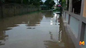 ฝนถล่มนาน 7 ชั่วโมง ทำน้ำท่วมขังย่านเศรษฐกิจเมืองพะเยา