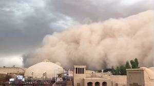หาที่หลบด่วน นาทีพายุทราย พัดถล่มอิหร่าน ทึ่งยิ่งกว่าในหนัง !!