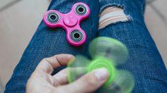 [REVIEW] Fidget Spinner ของเล่นสุดฮิตในตอนนี้ รีบเล่นก่อนเอ้าท์!