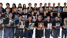 กลุ่มชาวจีนถวายอาลัย รวมใจขับร้อง เพลงสรรเสริญพระบารมีภาษาจีน