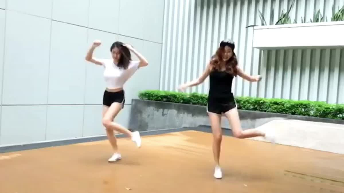 KAT & PUYFAI เต้นกันสนุกๆ สไตล์ MUSES