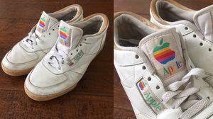 เป็นบุญตา! รองเท้าผ้าใบ Apple ของดียุค 90's เปิดประมูลกันดุเดือดทะลุเกือบครึ่งล้าน