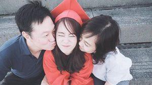 เรียนจบแล้ว! พิมฐา เน็ตไอดอล ในชุดครุยสีแดง รับปริญญาที่ญี่ปุ่น