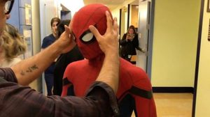 ว้อททท! ทอม ฮอลแลนด์ ร้องลั่นโรงพยาบาล เพราะตกใจกับคำตอบที่เขาถามผู้ป่วยเด็ก