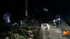 หวิดดับ! พลขับนายอำเภอเมืองพะเยา ควบเก๋งพุ่งชนเสาไฟฟ้าข้างทาง เจ็บสาหัส
