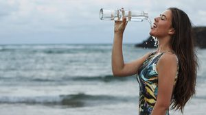 ควรดื่มน้ำวันละกี่ลิตร ควรดื่มน้ำตอนใหนดี ถ้าดื่มมากหรือน้อยไปจะเป็นอย่างไร