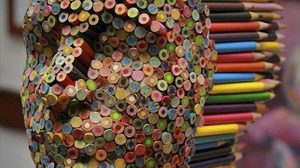 ไอเดียบรรเจิด นำดินสอสีมาสร้างประติมากรรมหัวคน