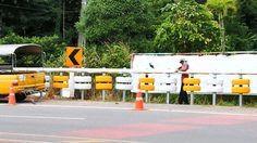 เจ๋ง! การ์ดเรลกันชนยางรถยนต์ ป้องกันอุบัติเหตุที่กระบี่