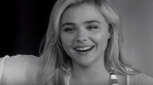 โคลอี้ มอเรตซ์ เป็นสาววัยรุ่นหลงรักคนแก่ ในตัวอย่างแรก I Love You, Daddy