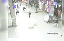 ตำรวจญี่ปุ่นไล่ตามคนขับรถอันตรายเข้าไปในย่านการค้า
