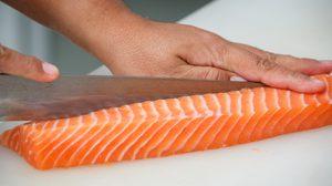 เทคนิคการแล่ปลาแซลมอนแบบง่าย