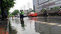 รัชดา-ลาดพร้าว น้ำยังท่วมสูงหลังฝนกระหน่ำ พหลโยธิน-วิภาวดี การจราจรติดขัด