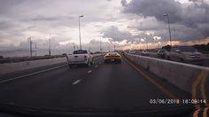 เปิดคลิปกระบะใจเหี้ยม ขับจี้ท้ายแลมโบกินี คาดไม่พอใจรถหรูขับแช่ขวา