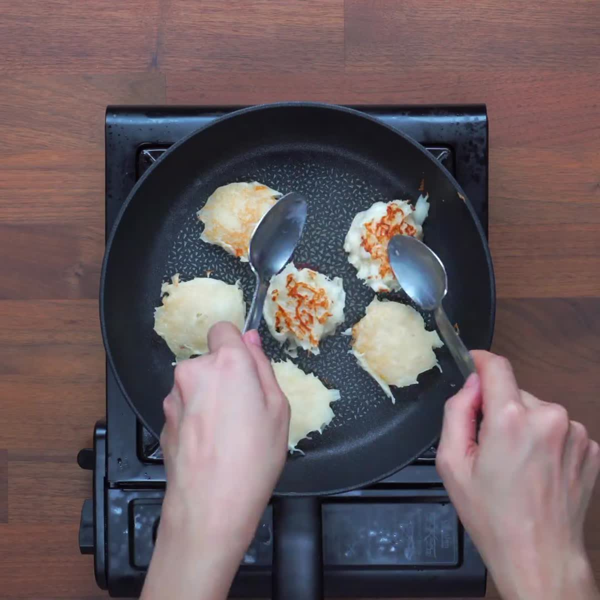 """วิธีทำ ขนมบ้าบิ่น กินข้าวกัน by """"แม่อ้อ"""""""