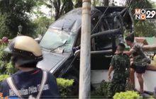 รถยนต์เสียหลักปีนกำแพงวัดย่านสะพานสูง