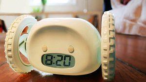 ไม่ตื่นใช่มั้ย! เจอนี่หน่อย Clocky Alarm นาฬิกาปลุกวิ่งหนีได้!