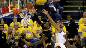 รอเก้อ! โกลเดนสเตท พลาดท่าแพ้ คลีฟแลนด์ 112-97 ตีตื้น 3-2 เกม ศึกชิง NBA
