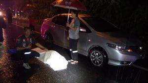 ช็อก! หญิงขับเก๋งฝ่าสายฝนชนคนดับ ก่อนพบเป็นสามีตัวเอง