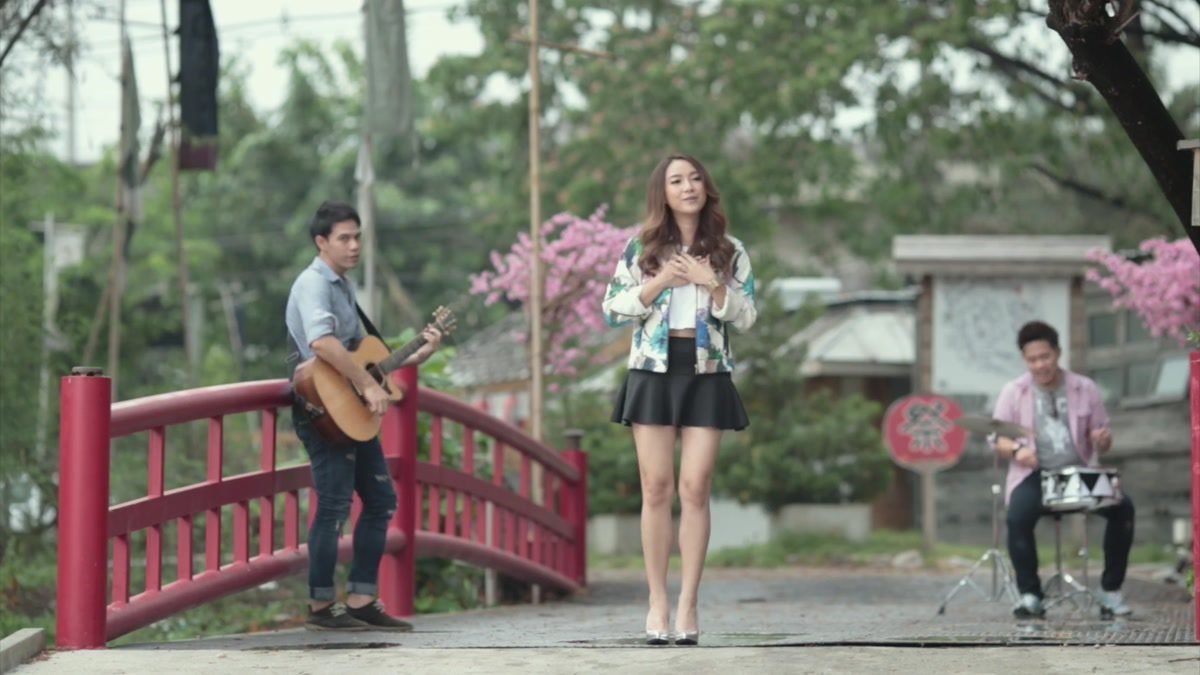 [MONO MUSIC Cafe] ห่างไกลใกล้กัน - อ้อน ลัคนา [Official MV]