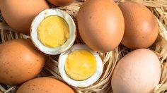 ผ่าไข่ต้มออกมาให้สวยปิ๊ง!! กับวิธีต้มไข่ ให้ไข่แดงอยู่ตรงกลางลูก
