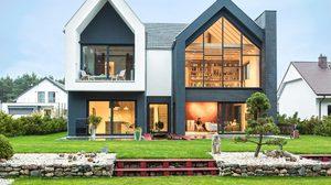 น่าอยู่ได้อีก! แบบบ้านสไตล์โมเดิร์น สีขาวดำ ในโปแลนด์