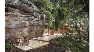 เห็นแล้วจะว้าว! แปลง ถ้ำหินร้างอายุ 700 ปี ให้กลายเป็น บ้านในถ้ำ สุดหรู
