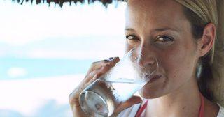 ร้อนแบบนี้ ดื่มน้ำช่วงไหนดีที่สุดกันแน่ ?