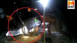 นาทีชาวบ้านใจเด็ด ลุยจับงูเหลือมยักษ์ หลังบุกเขมือบไก่คาเล้า !!