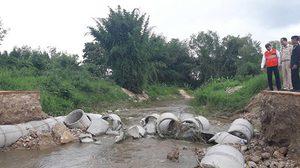 น้ำป่าไหลหลากเข้าห้วยขาแข้ง พัดถนนหมู่บ้านขาด