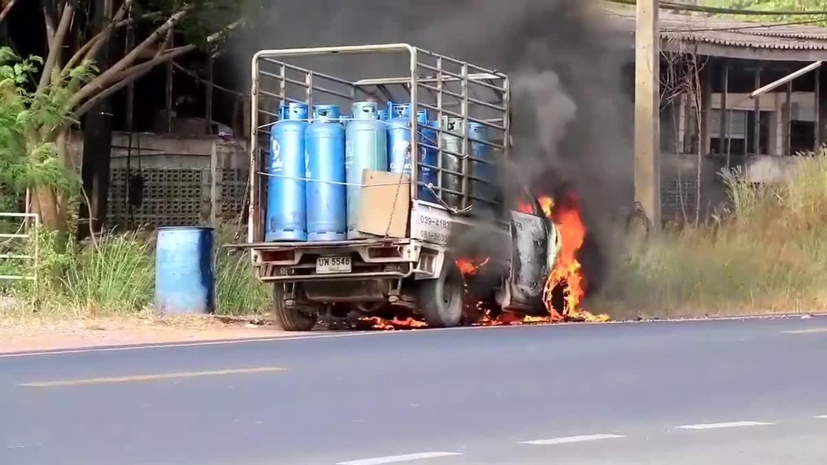 รถกระบะบรรทุกถังเเก๊สเกิดไฟลุกไหม้ห้องเครื่องยนต์ (11-12-60)
