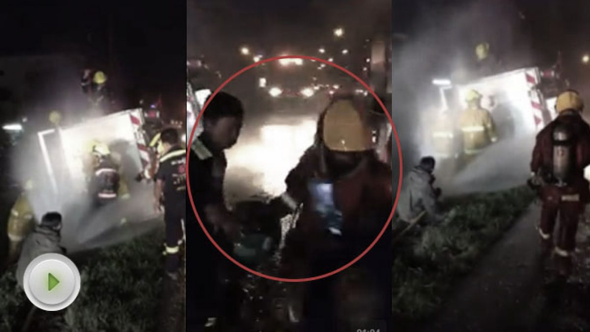 คลิปจนท. กู้ภัยช่วยกันลำเลียงถังแก๊สออกจากรถ 6 ล้อตกข้างทาง (12-09-60)