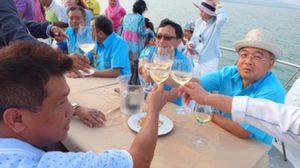 ชาวบ้านร้อง ! ผู้ว่าฯพังงา นำคณะล่องเรือชูแก้วไวน์ในเขตอุทยานฯ