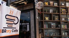 """Library Cafe"" พักอ่านหนังสือเล่มโปรดพร้อมดื่มด่ำกาแฟรสชาติโดนใจ"