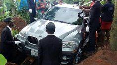 หนุ่มไนจีเรีย จัด BWM ราคาสองล้าน ใช้รถเป็นโลงศพ ให้พ่อตัวเอง