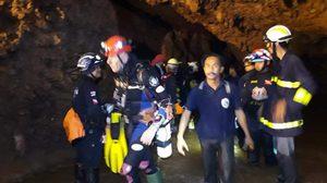 นักดำน้ำระดับโลกชาวอังกฤษ ออกจากถ้ำแล้ว ยังไม่พบ 13 ชีวิต ลุยหานาน 2 ชม.