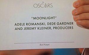 ออสการ์เอากับเขาด้วย!? ประกาศผลรางวัลภาพยนตร์ยอดเยี่ยมผิด มงหลุดจาก La La Land ไปสวมหัว Moonlight ซะงั้น
