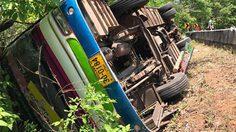 รถบัส คณะหมอลำชื่อดังอีสาน 'สมจิตร บ่อทอง' ตกโค้งผาเสวย เขาภูพาน เจ็บอื้อ