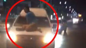อย่างกับในหนัง! หนุ่มโดดเกาะหน้ารถ ขวางกระบะพยายามชนแล้วหนี