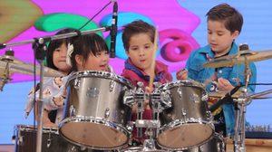 ลูกร้องเพลง-พ่อเล่นกีต้าร์ & โชว์มายากลสุดฮา 4 กุมารทึ่งพี่น้องรัวกลองขั้นเทพใน Kidzaaa เสาร์นี้