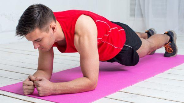 กำจัดปัญหาไม่มีที่ออกกำลังกายด้วย ท่าออกกำลังกายที่ทำได้ในห้อง