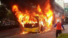 ระทึก! ไฟไหม้รถเมล์ สาย ปอ.40 หน้าเกตเวย์เอกมัย