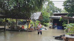 สุโขทัยน้ำป่าหลาก พายุถล่มบ้านเสียหายกว่า 30 หลังคาเรือน