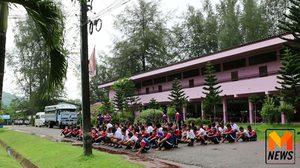 สั่งย้ายครูจารุวรรณ หลังนักเรียนกว่า 500 คน ประท้วงขับไล่