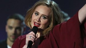 อะเดล ประกาศตัวอยู่ข้าง เคช่า กลางงาน BRIT Awards