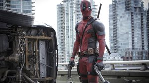 ซูมทะลุเลนส์!! ผู้พักอาศัยในคอนโดใกล้กองถ่าย Deadpool 2 เก็บคลิปบรรยากาศสั้น ๆ มาฝาก