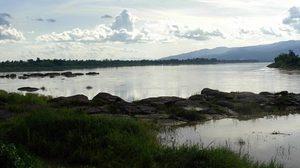 สะดือแม่น้ำโขง แก่งอาฮง ณ วัดอาฮงศิลาวาส จ.บึงกาฬ