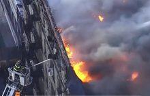 ไฟไหม้อาคารที่ย่านแมนฮัตตันในสหรัฐฯ