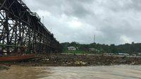 เฝ้าระวังสะพานมอญ หลังฝนตกหนักต่อเนื่อง เร่งอพยพชาวบ้าน